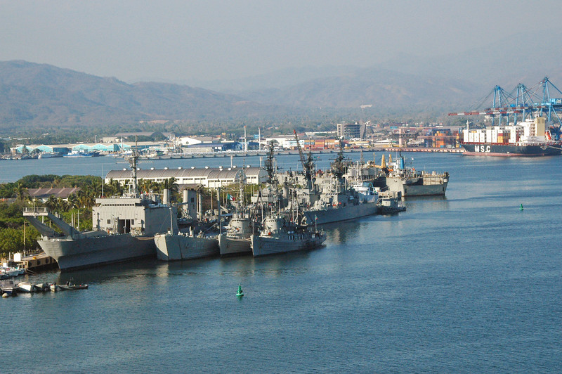 Mexican naval presence at Manzanillo harbor.  Note the WWII era LSD in the front row middle.