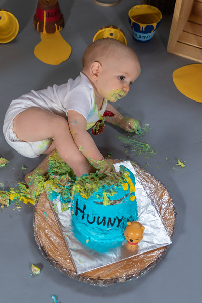 20200215-Orion1stBirthday-PoohCakeSmash-30.jpg