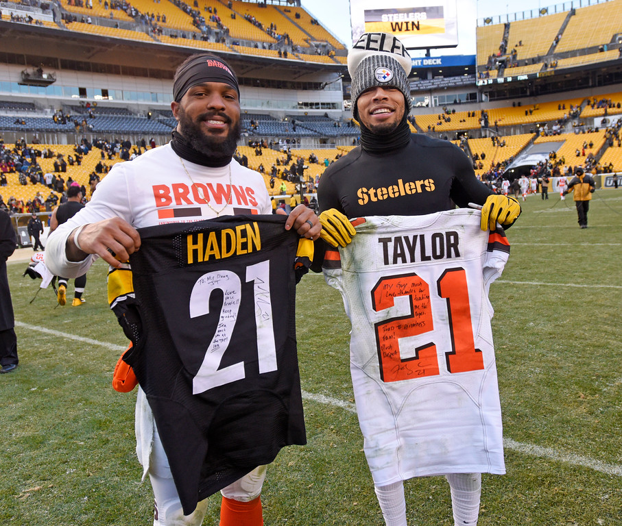 . Cleveland Browns cornerback Jamar Taylor, left, and Pittsburgh Steelers cornerback Joe Haden swap jerseys following an NFL football game in Pittsburgh, Sunday, Dec. 31, 2017. (AP Photo/Don Wright)
