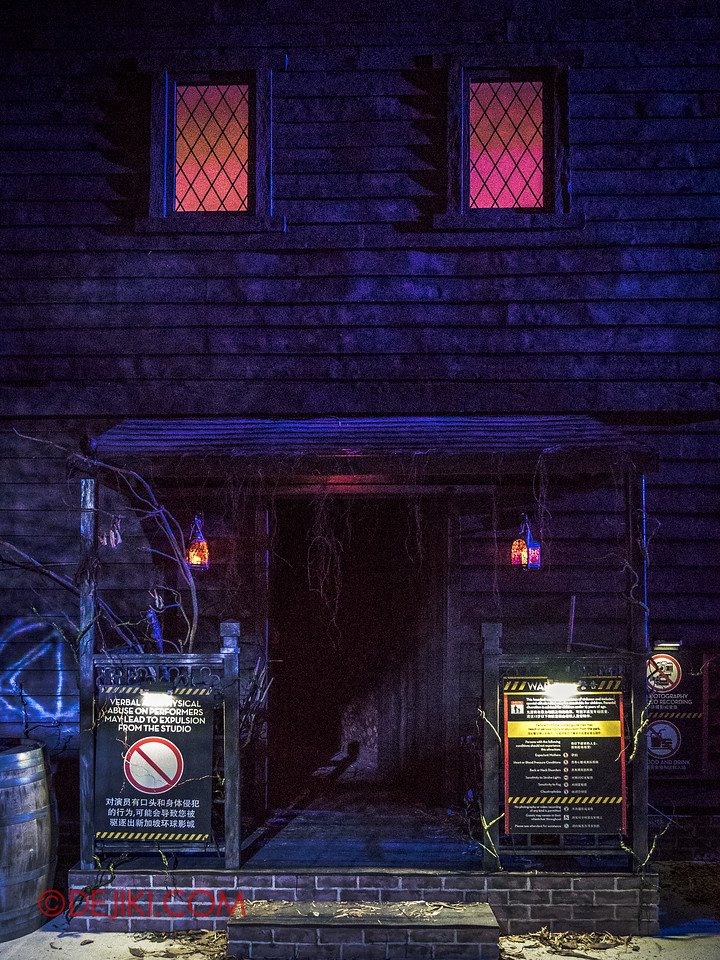 Halloween Horror Nights 6 - Salem Witch House / The House in front