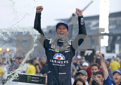 kasey-kahne-ends-victory-drought-at-marathon-brickyard-400