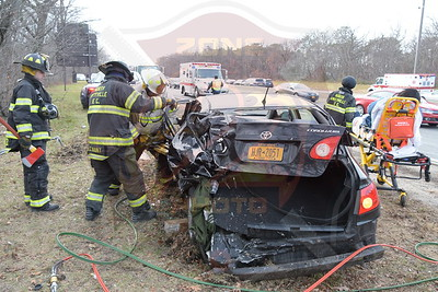 North Amityville Fire Co. w/ Entrapment eastbound Southern State Parkway west of Route 109  1/5/17