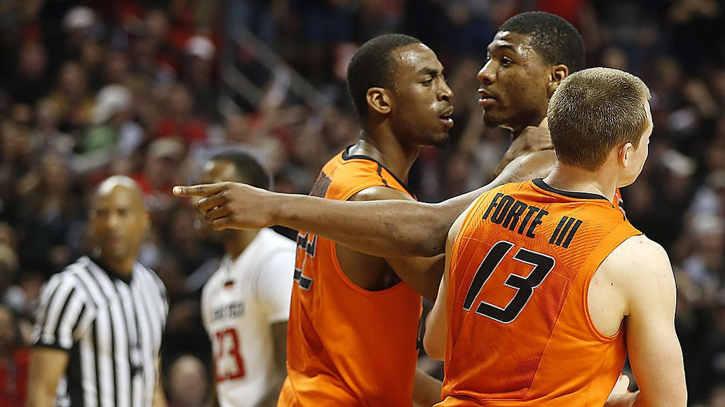 """. <p>7. (tie) MARCUS SMART <p>His prospects in NBA draft won�t be helped by channeling his inner Ron Artest. (unranked) <p><b><a href=\'http://www.cbssports.com/collegebasketball/eye-on-college-basketball/24438015/oklahoma-state-standout-marcus-smart-suspended-for-shoving-texas-tech-fan\' target=\""""_blank\""""> HUH?</a></b> <p>    (AP Photo/Lubbock Avalanche-Journal, Tori Eichberger)"""