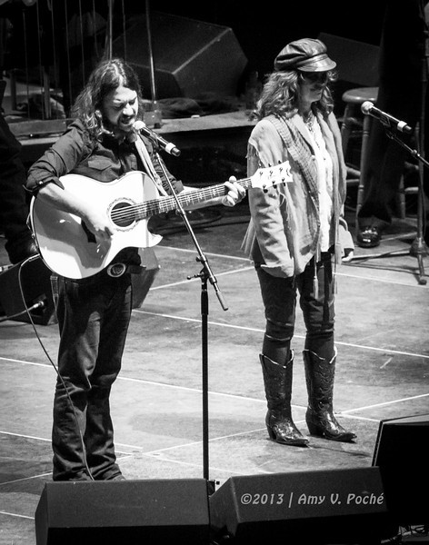 "Shooter Jennings and Jessi Colter sing ""If Drinking Don't Kill Me (Her Memory Will)"""