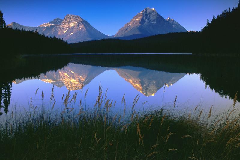 Leach lake & Mountains - Jasper national park