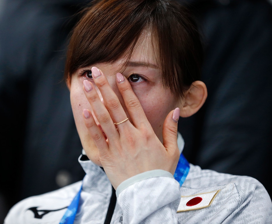 . Arisa Go of Japan cries during the podium ceremony for gold medalist Nao Kodaira of Japan after the women\'s 500 meters speedskating race at the Gangneung Oval at the 2018 Winter Olympics in Gangneung, South Korea, Sunday, Feb. 18, 2018. (AP Photo/John Locher)