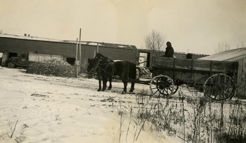 JB155.  Horse drawn wagon – Dec 1935.jpg