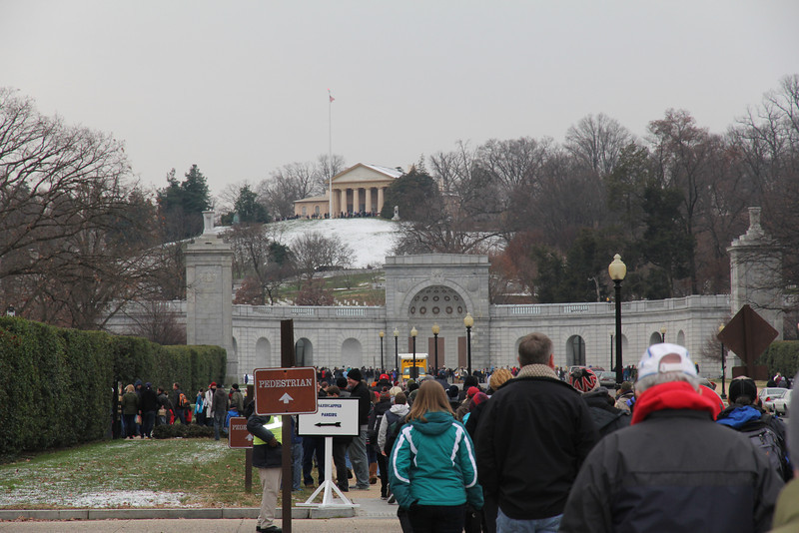 crowd heading into Arlington