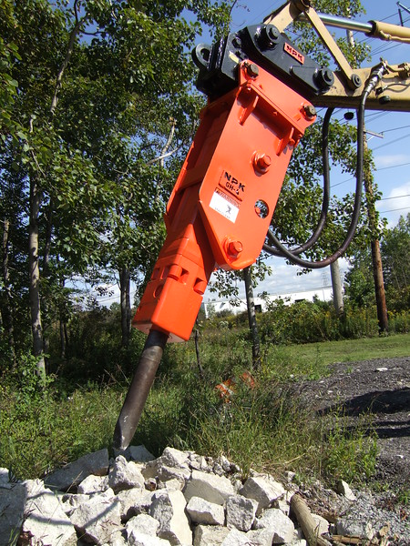 NPK GH4 hydraulic hammer with quick attachon Cat backhoe at NPKCE (25).JPG