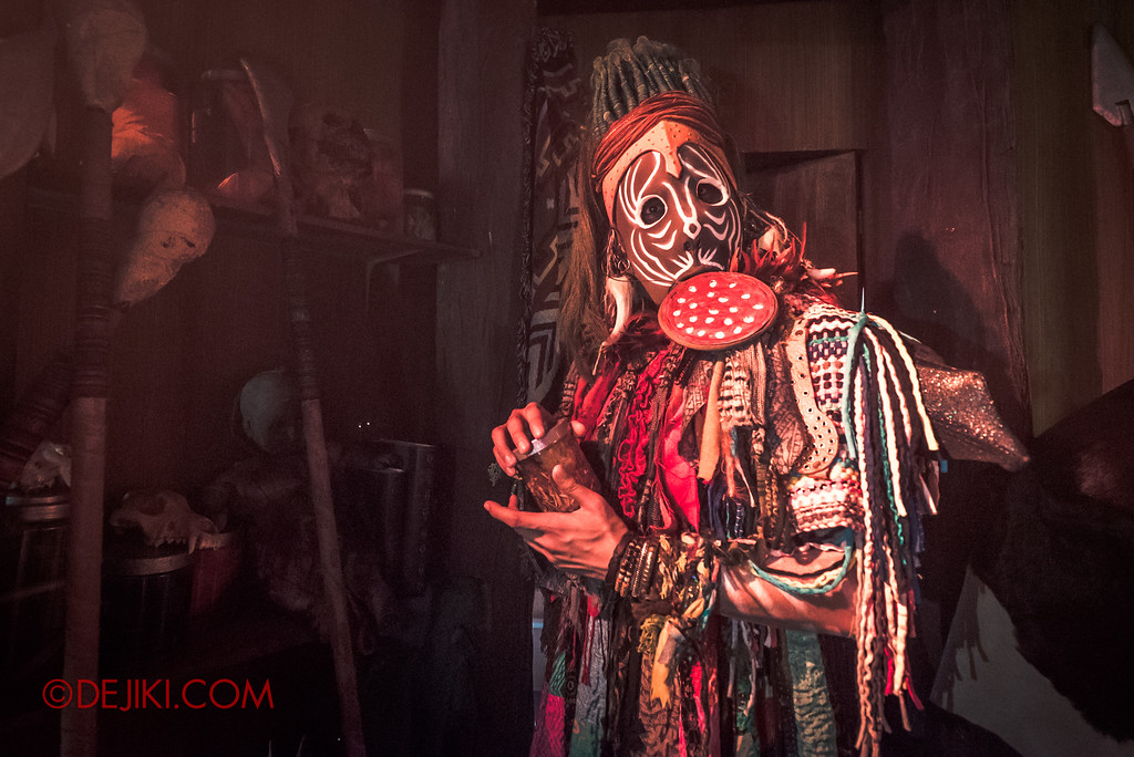 Halloween Horror Nights 7 Behind the Scenes: A Tour Inside HEX haunted house, Voodoo Man