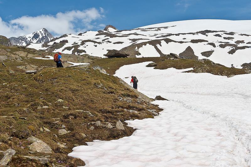 Meer sneeuw onderweg. We zijn de Johannishütte op 2112m  inmiddels al gepasseerd.