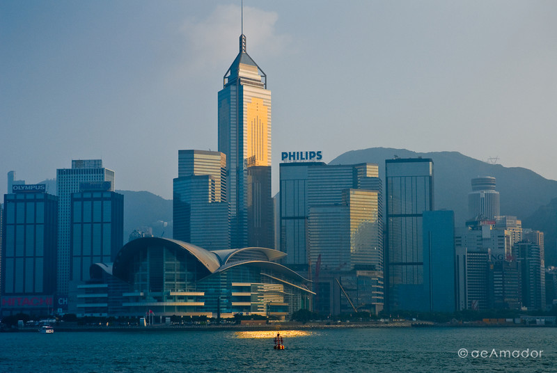 aeamador©-HK08_DSC0166 Hong Kong, downtown view from the water. I was very impressed by the affluence evidenced in this area. Hong Kong is quite a chic and fine place.