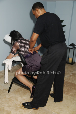 massage photo by Rob Rich © 2009 robwayne1@aol.com 516-676-3939
