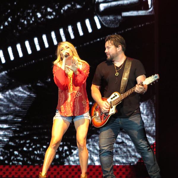 Carrie Underwood-88165.jpg
