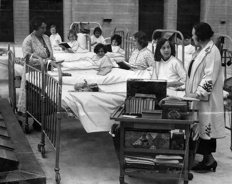 1934, Children Reading
