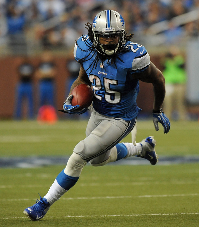 . Detroit Lions running back Mikel Leshoure runs for yardage against the Minnesota Vikings during fourth quarter action.  The Vikings beat the Lions 20-13.  Photo taken on Sunday, September 30, 2012, at Ford Field in Detroit, Mich.  (Special to The Oakland Press/Jose Juarez)