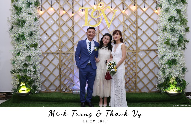 Trung-Vy-wedding-instant-print-photo-booth-Chup-anh-in-hinh-lay-lien-Tiec-cuoi-WefieBox-Photobooth-Vietnam-107.jpg
