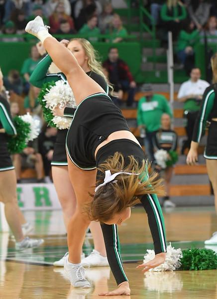 cheerleaders2603.jpg