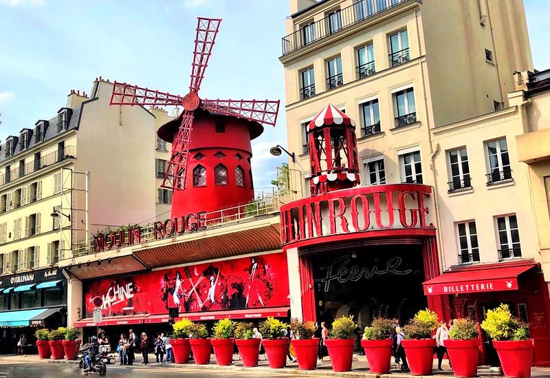 Moulin Rouge cabaret - Montmartre