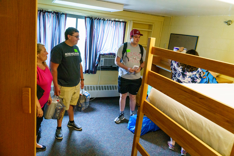 RHIT_Freshman_Move_In_Day_2019-8640.jpg