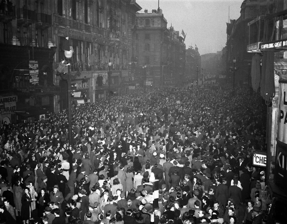 . British civilians and Allied service men and women gather, as part of a huge crowd, along Piccadilly, near London\'s Piccadilly Circus, May 7, 1945, to celebrate Germany\'s total surrender.  (AP Photo/Leslie Priest)