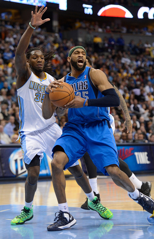 . DENVER, CO. - APRIL 04: Vince Carter (25) of the Dallas Mavericks drives past Kenneth Faried (35) of the Denver Nuggets during the fourth quarter April 4,  2013 at Pepsi Center. (Photo By John Leyba/The Denver Post)