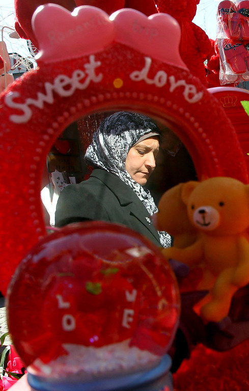 . An Iraqi woman buys a Valentine\'s day gift at Baghdad\'s Karrada commercial district on February 14, 2014. AFP PHOTO/ALI AL-SAADI/AFP/Getty Images