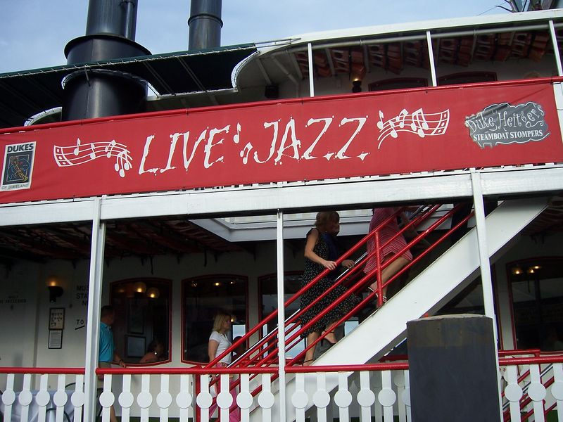 Live jazz on the river.
