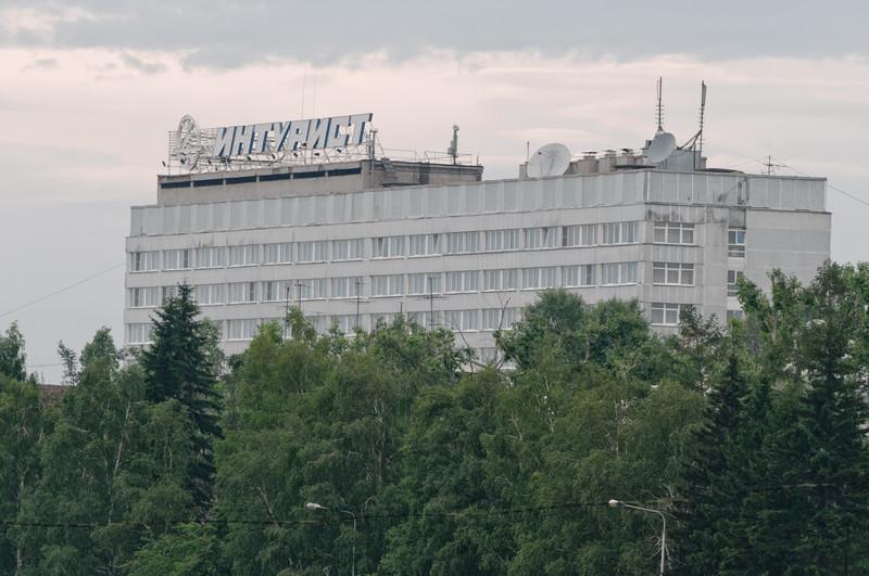 Unser Hotel in Irkutsk versprüht DDR Nostalgie. Drinnen und draussen. Auf dem Dach steht noch INTOURIST.