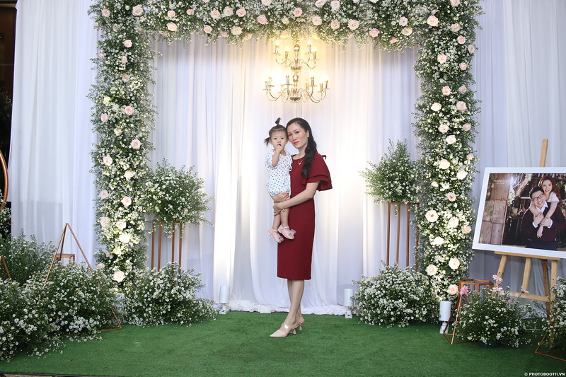 Vy-Cuong-wedding-instant-print-photo-booth-in-Bien-Hoa-Chup-hinh-lay-lien-Tiec-cuoi-tai-Bien-Hoa-WefieBox-Photobooth-Vietnam-040.jpg