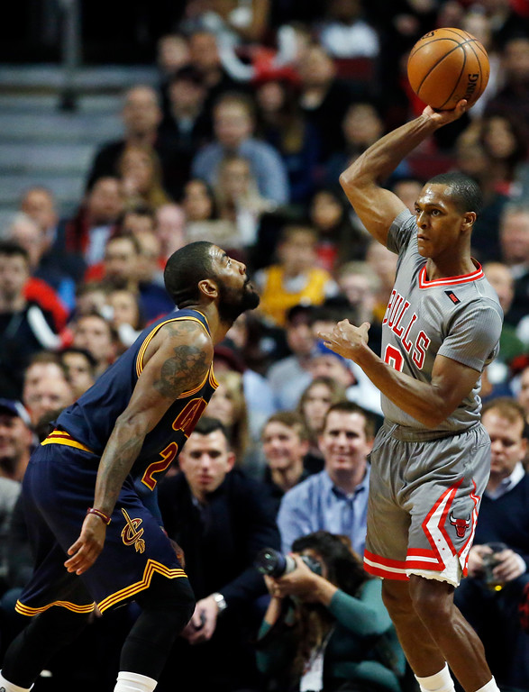 . Chicago Bulls guard Rajon Rondo, right, looks to pass against Cleveland Cavaliers guard Kyrie Irving during the first half of an NBA basketball game Thursday, March 30, 2017, in Chicago. (AP Photo/Nam Y. Huh)