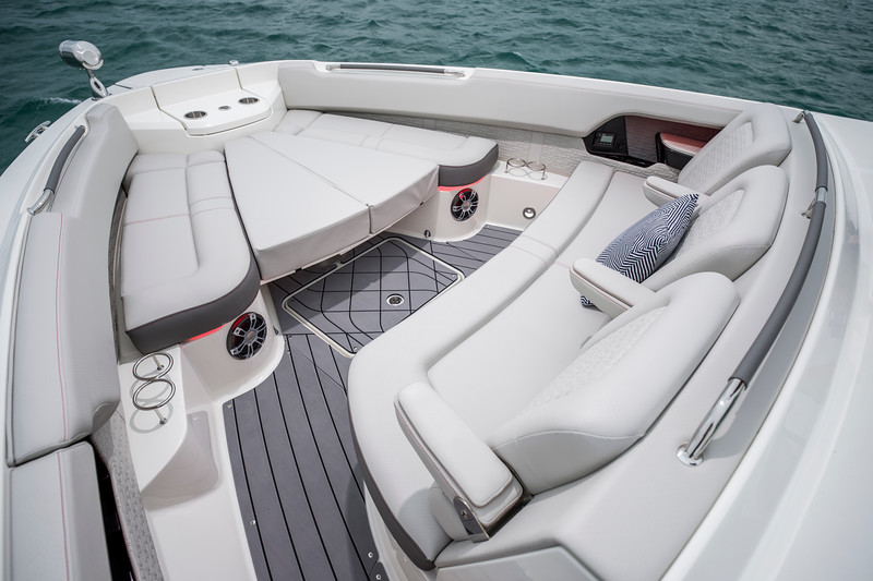 2020-SLX-R-400-e-Outboard-bow-seating-filler-cushions-01.jpg