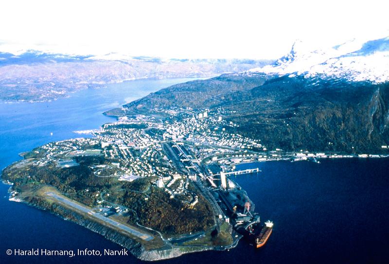 Flyfoto av Narik, svært dårlig dublikat.