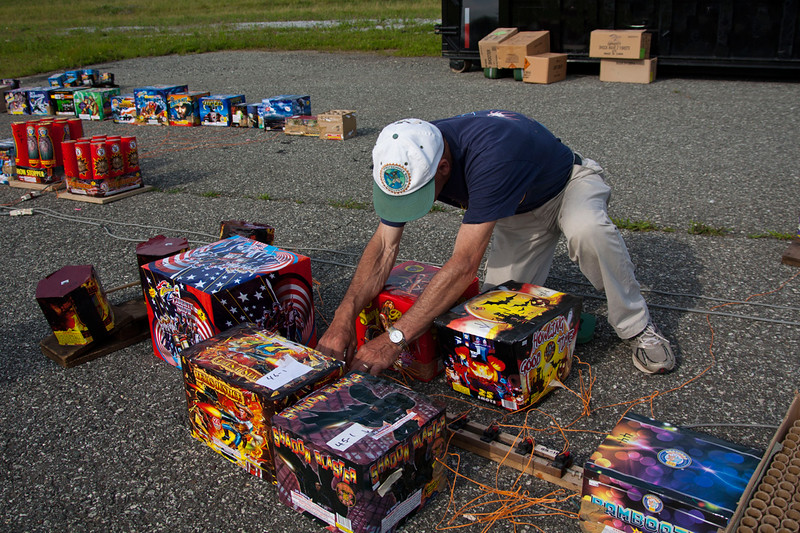 fire-works-set-up_25_20141019_1255022714.jpg