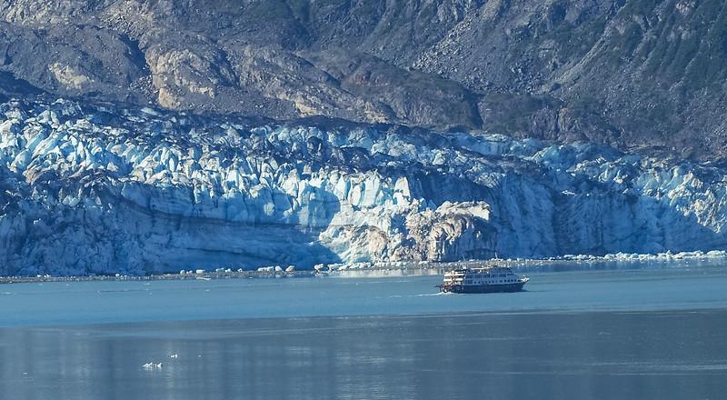 glacier with boat-2.jpg