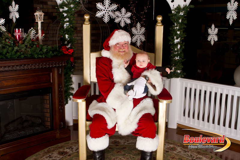 Santa Dec 15-330.jpg