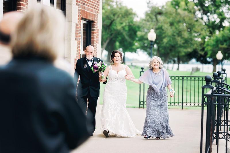 chateau-on-the-river-trenton-michigan-wedding-0241.jpg