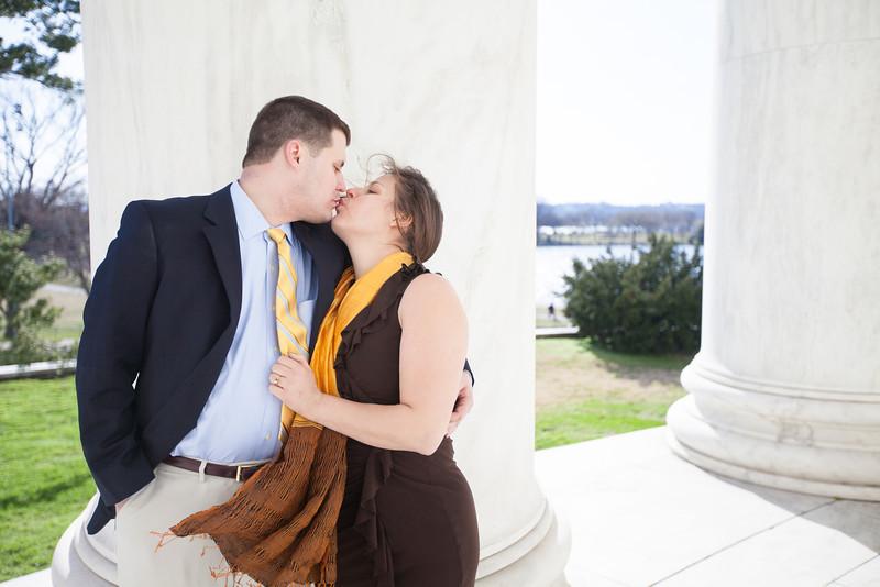 2013-04-03_Engagement DC Jefferson Memorial2_200.jpg