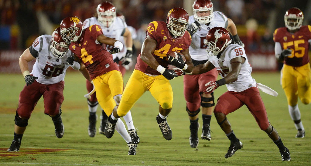 . USC\'s Devon Kennard #42 heads up field after scooping up a Washington State fumble in the 2nd quarter at the Los Angeles Memorial Coliseum  Saturday, September 7, 2013.  (Photo by Hans Gutknecht/Los Angeles Daily News)