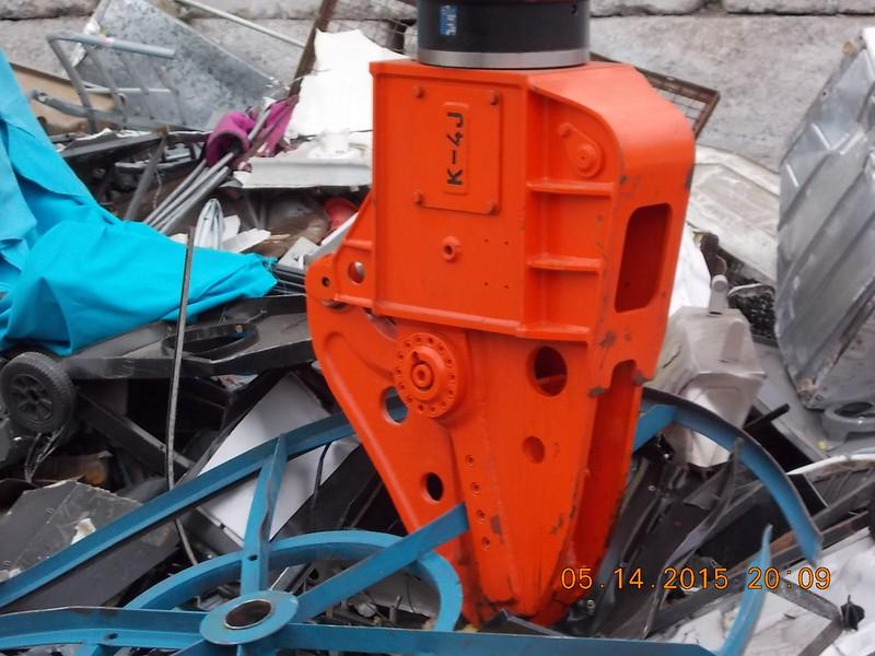 NPK K4JR demolition shear on Hitachi mini excavator-C&D recycling (10).JPG