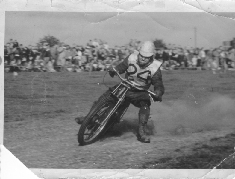 1948 Bingley at the Ringwood Mount grass track noted using Rudge forks