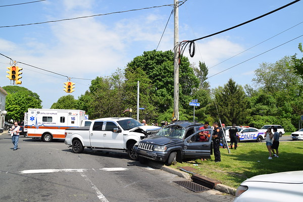 5.20.19-Central Islip FD-MVA-Carleton Ave & Smith St