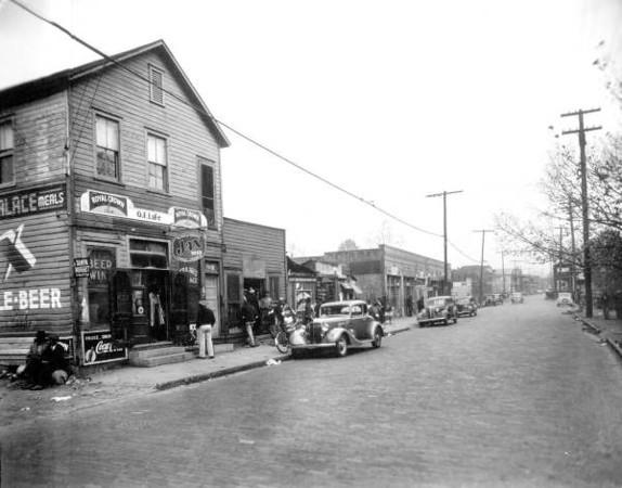Davis St Commercial3 - Caroline St 1941.jpg