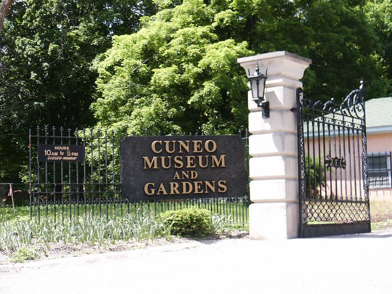 Cuneo Gardens gates