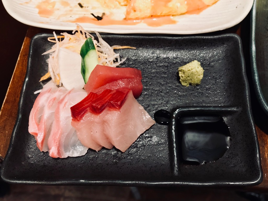 3 kinds of sashimi.