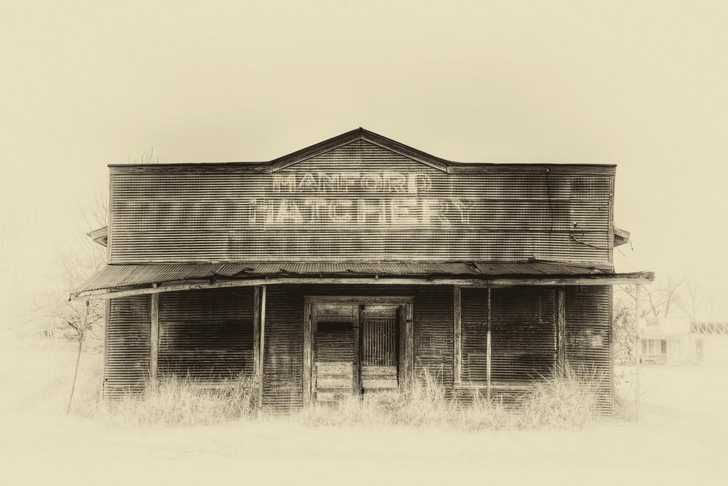 IMAGE: http://alfredomora.smugmug.com/Landscapes/General-Landscapes/i-jVH666L/0/XL/20120105-Manford-Hatchery-XL.jpg