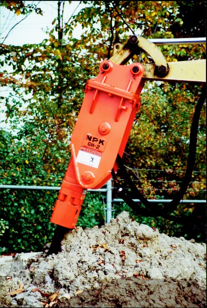 NPK GH2 hydraulic hammer on Cat mini excavator (7).JPG
