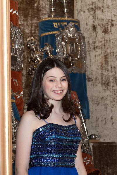 Hannah in Temple-6654.jpg