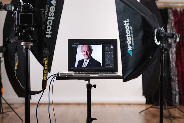 HEADSHOT: WHAT TO EXPECT DURING YOUR HEADSHOT SESSION