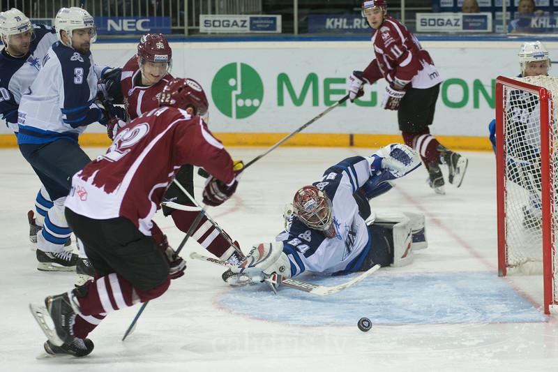 Edgars Kulda (32) of Dinamo Riga scores the goal